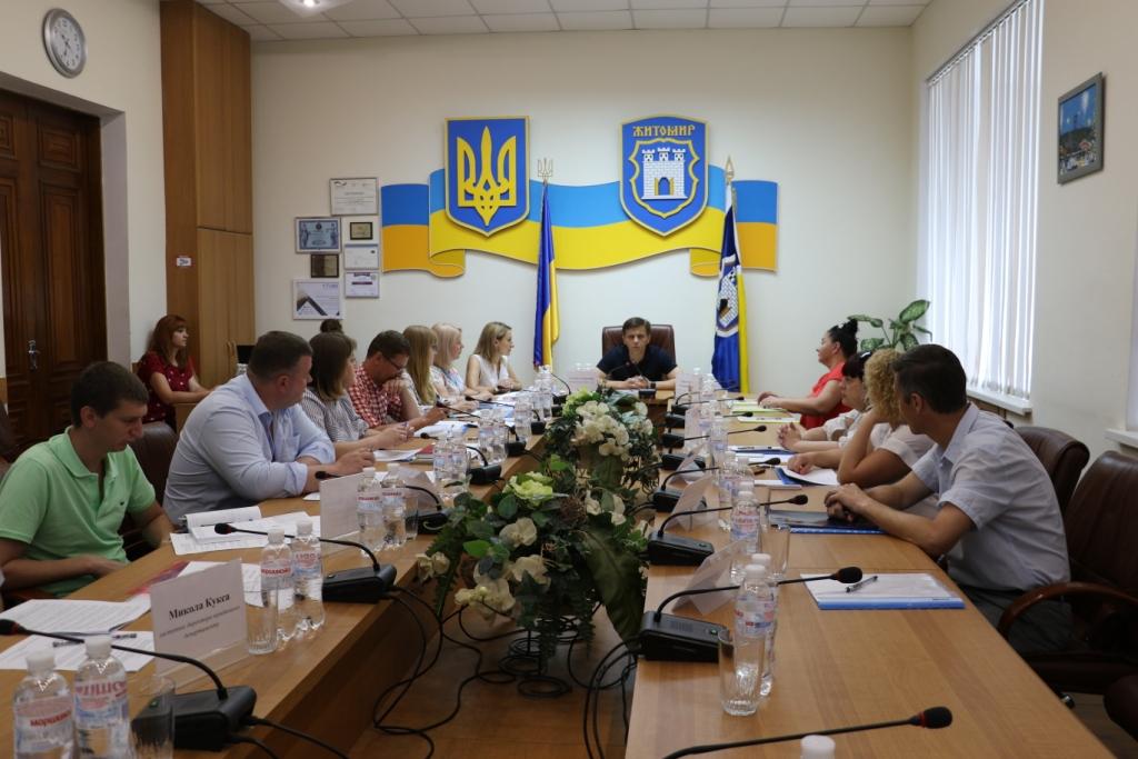 У Житомирі пройшов круглий стіл «Обговорення питання щодо забезпечення житлом внутрішньо переміщених осіб, можливості та перспективи»