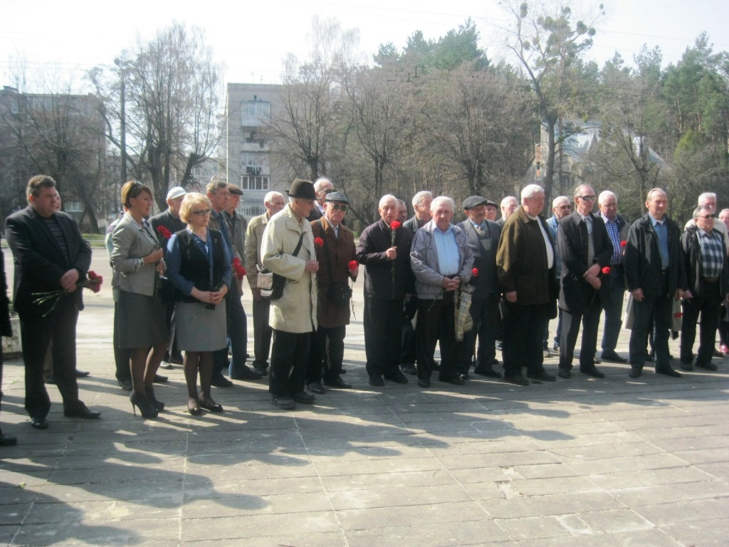 11 квітня - Міжнародний день визволення в'язнів нацистських концтаборів