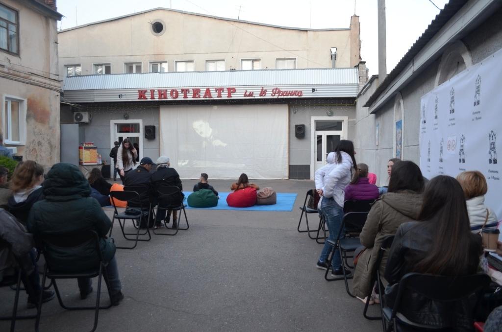 Житомир организовал кинотеатр под открытым небом