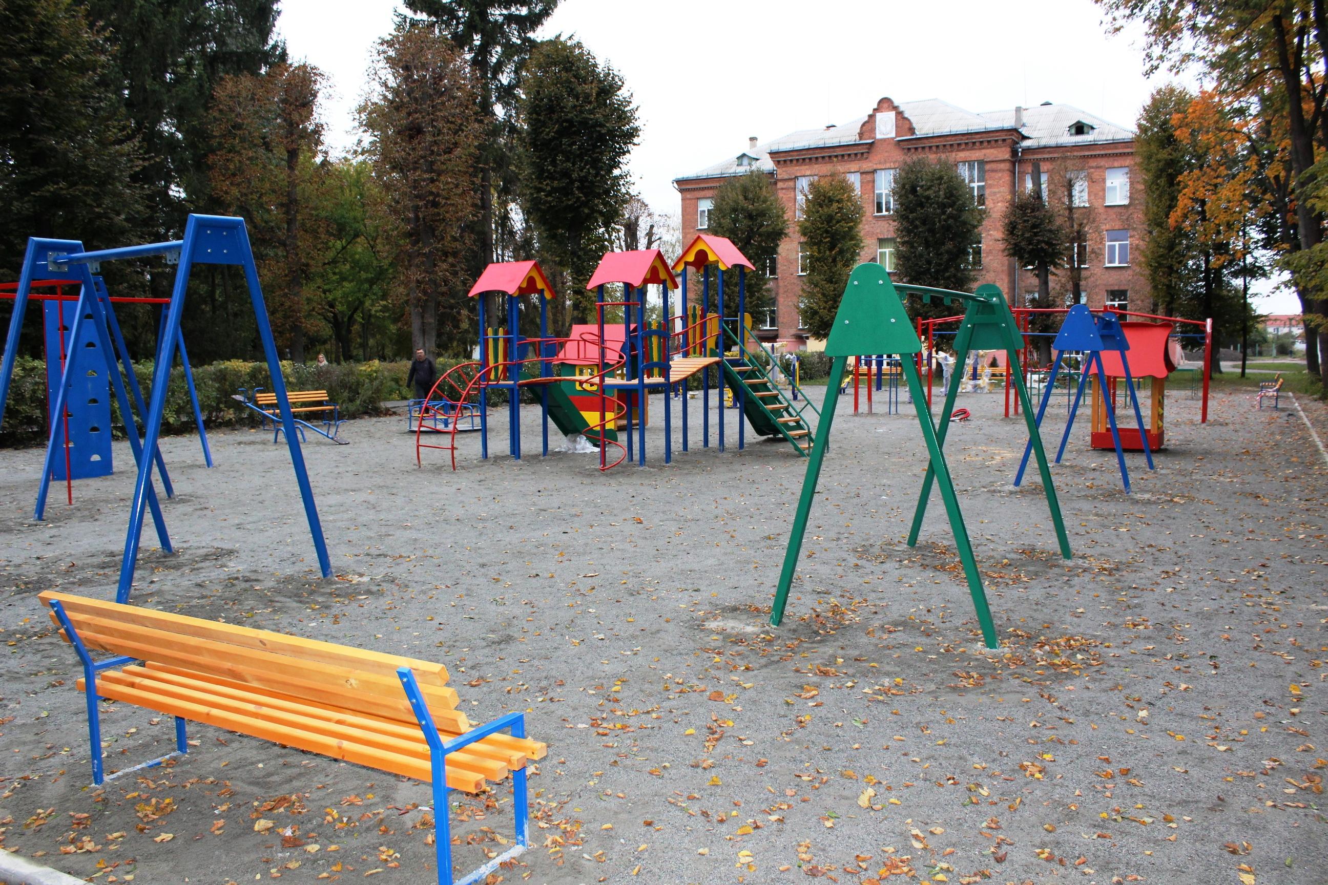 На Мар'янівці завершились роботи зі встановлення ігрового та спортивного майданчику