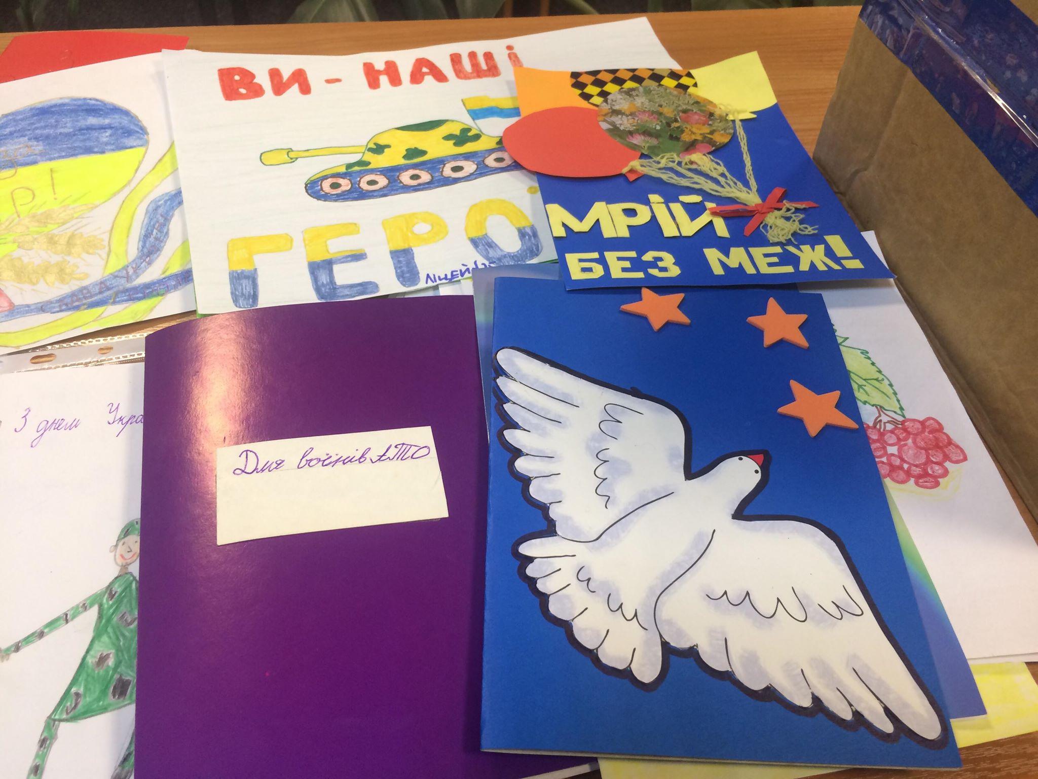 Житомирські ліцеїсти підготували для військовослужбовців приємні подарунки